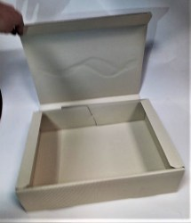 Dovanų dėžutė 360x250x95mm kreminė su auksine spauda Image 2
